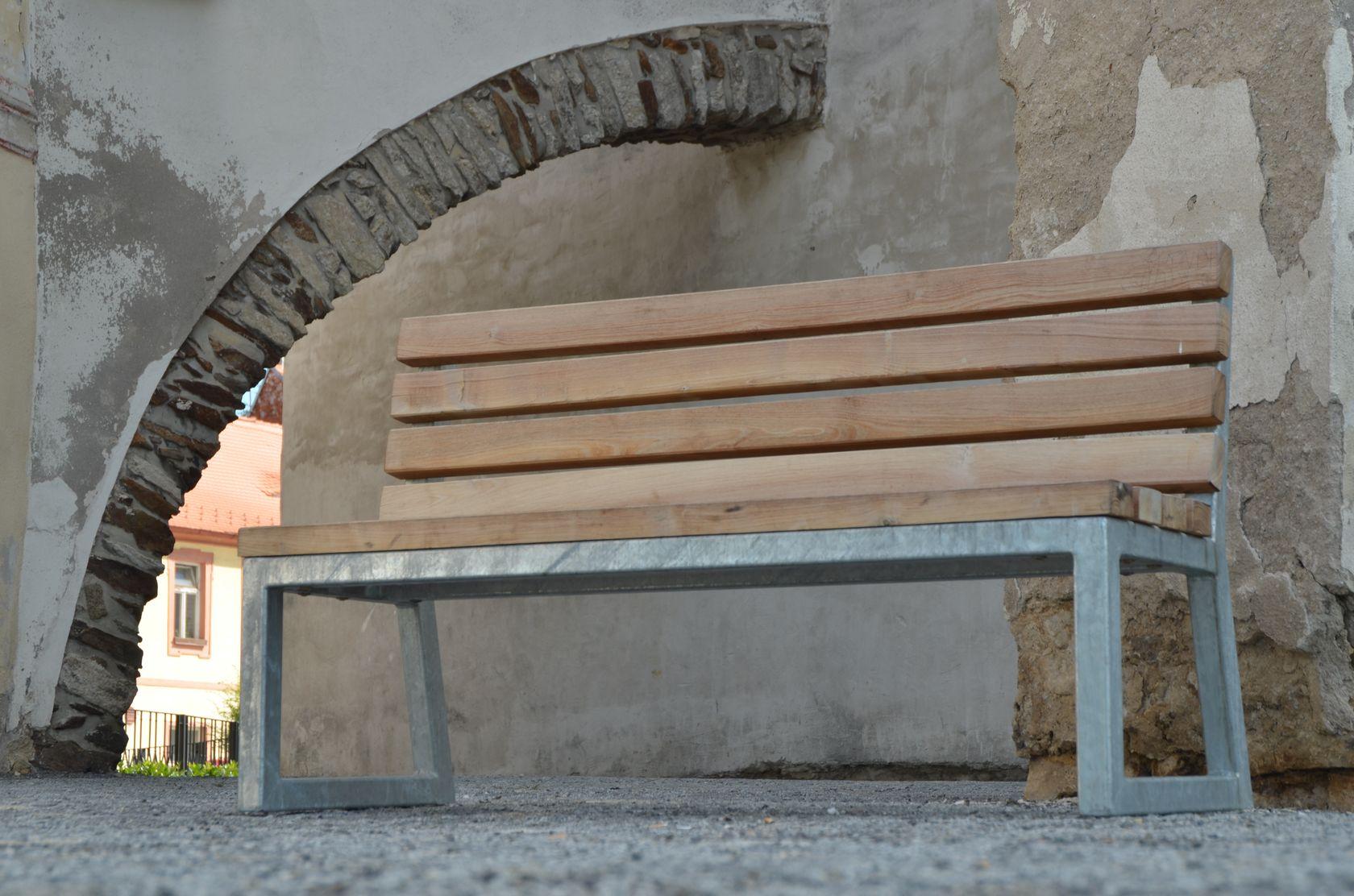 Horažďovice lavička v podhradí